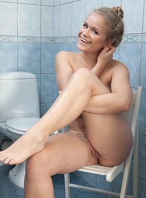 Teen Toilet Porn